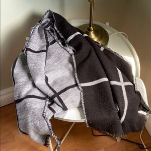 🧣 Large Reversible Blanket Scarf